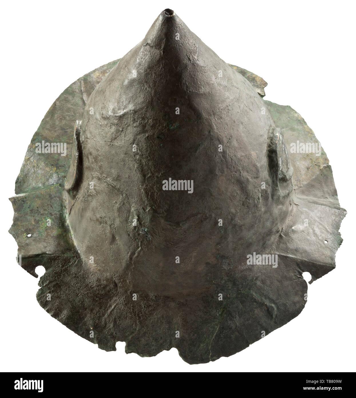 Caschi, casco greca, tipo Konos, periodo ellenistico, 2° - inizio del I secolo A.C. Additional-Rights-Clearance-Info-Not-Available Immagini Stock