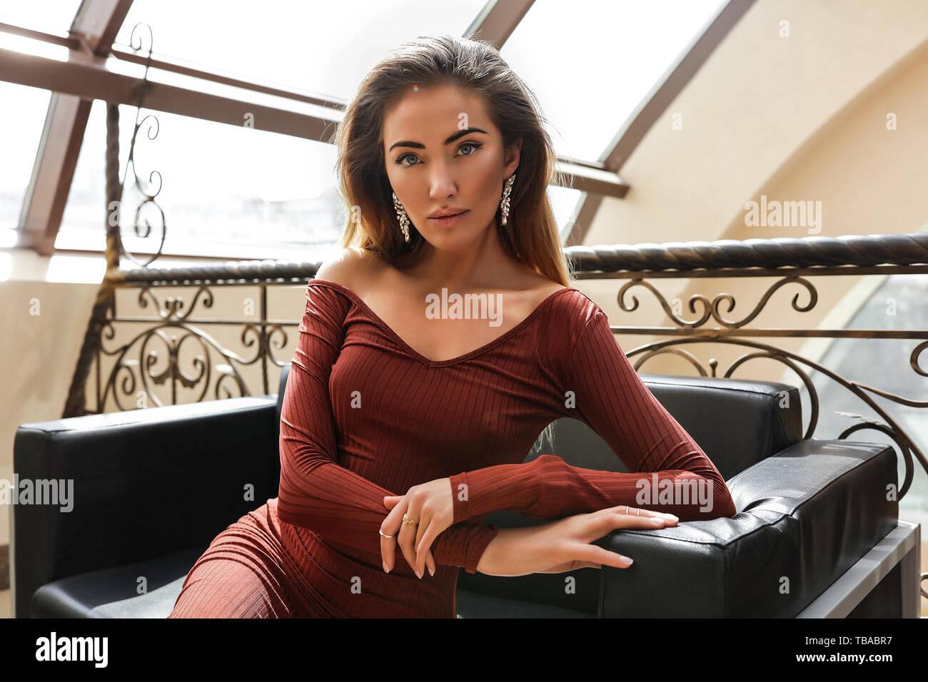 28276d128a Vestito Alla Moda Immagini & Vestito Alla Moda Fotos Stock - Alamy
