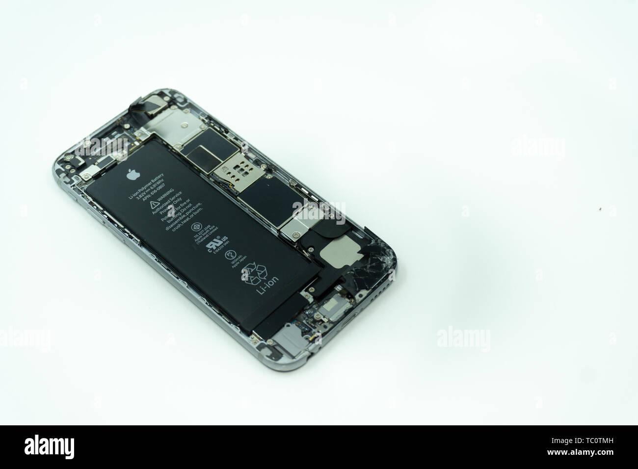 799cab42b8f Schermo Di Iphone Distrutto Immagini & Schermo Di Iphone Distrutto ...