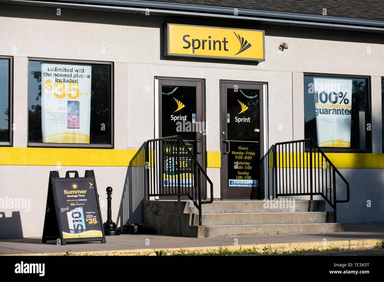 Un logo segno esterno di una Sprint Corporation store in Martinsburg, West Virginia il 4 giugno 2019. Immagini Stock