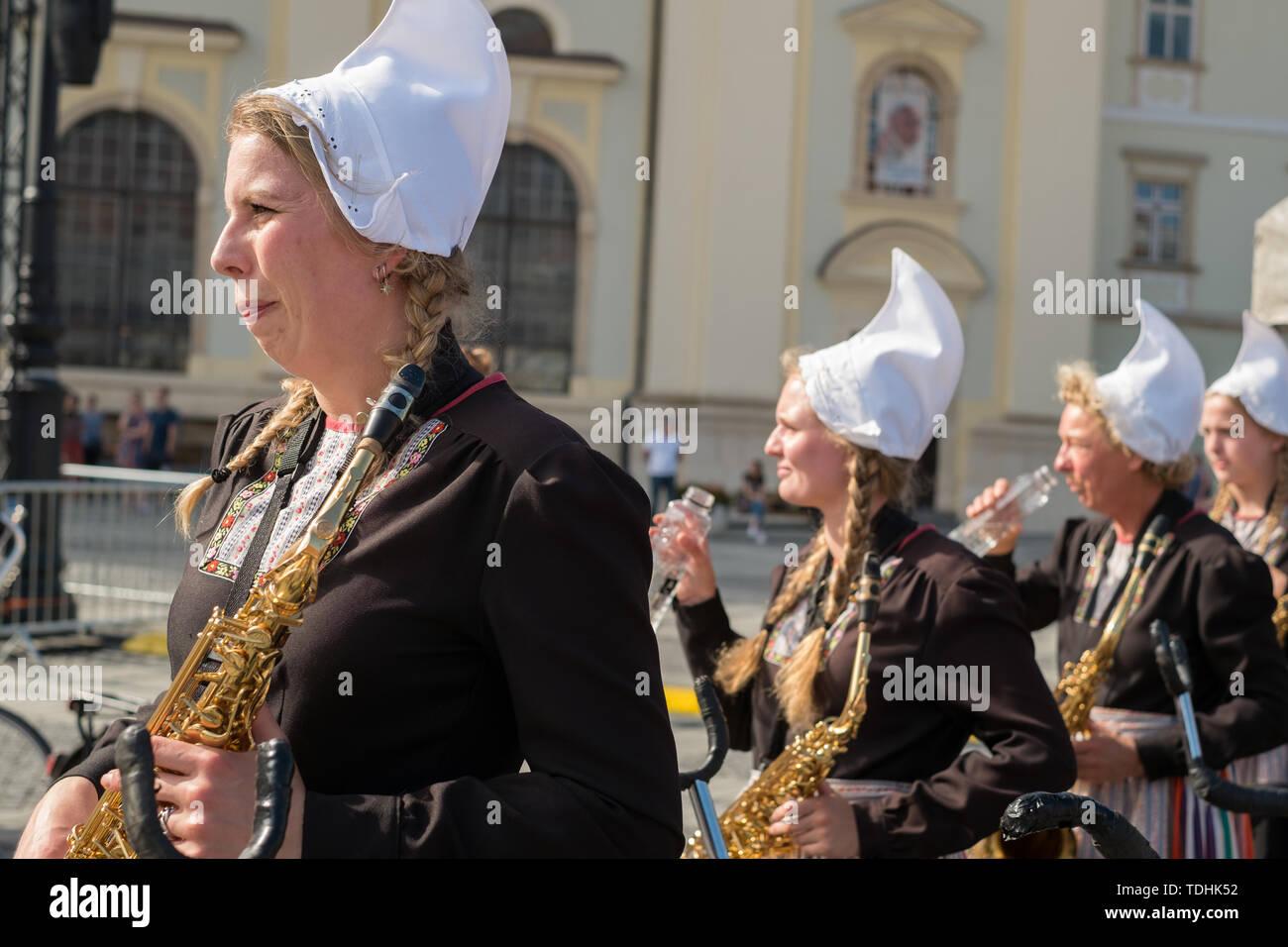 Crescendo Opende banda di bicicletta da Paesi Bassi performanti a Sibiu il Festival Internazionale del Teatro da Sibiu, Immagini Stock