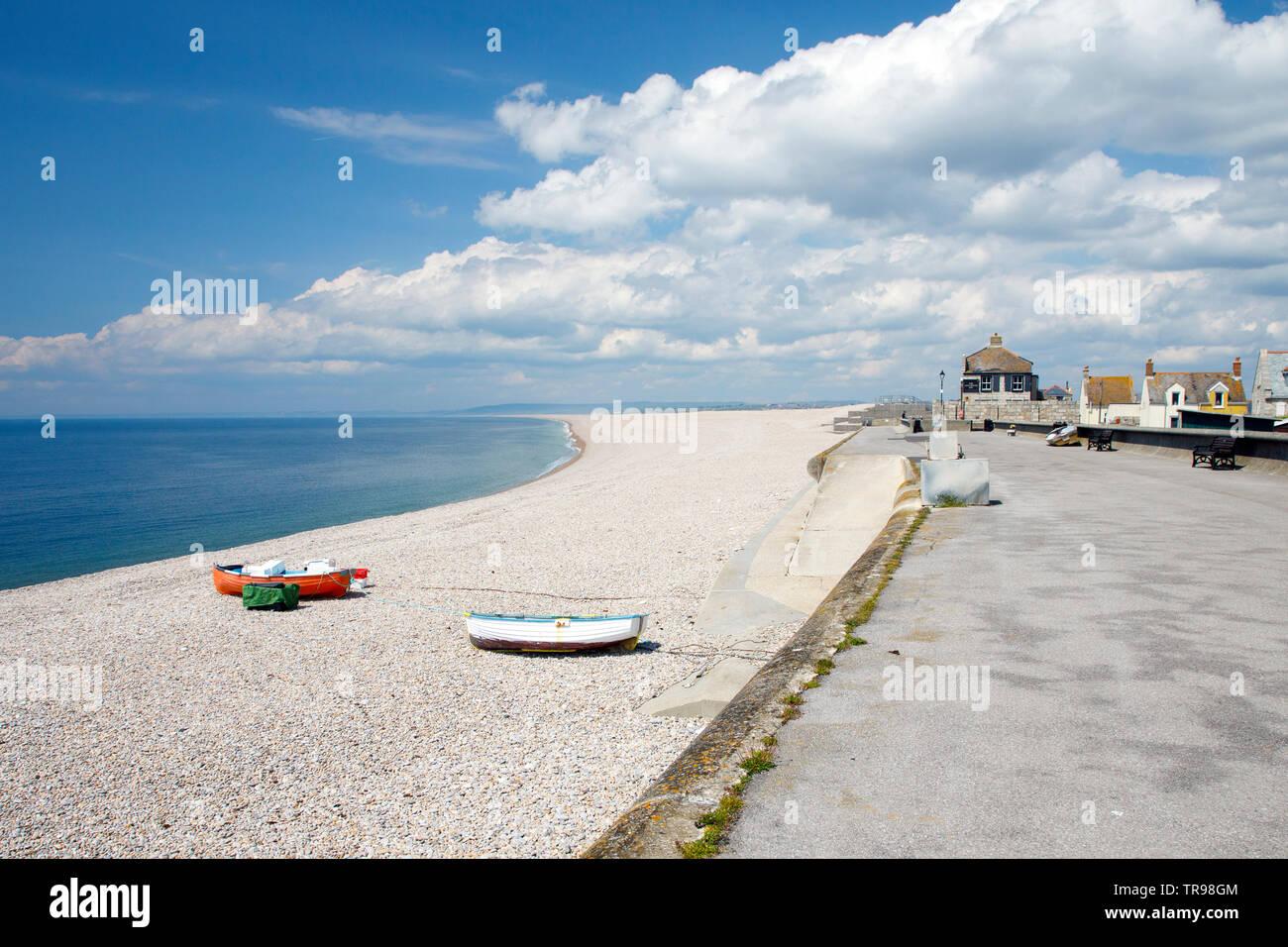 PORTLAND, Regno Unito - 20 maggio 2019:Chesil Beach è a 18 miglia lungo la spiaggia di ghiaia che si estende a nord-ovest da Portland a West Bay Immagini Stock
