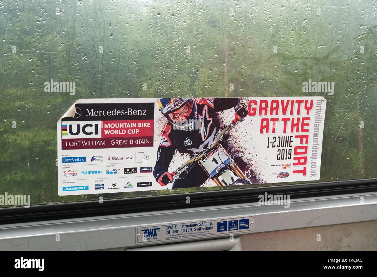UCI Mountain Bike World Cup 2019 pubblicità adesivo in gondola durante un umido molto fine settimana di gare - Fort William, Scotland, Regno Unito Immagini Stock