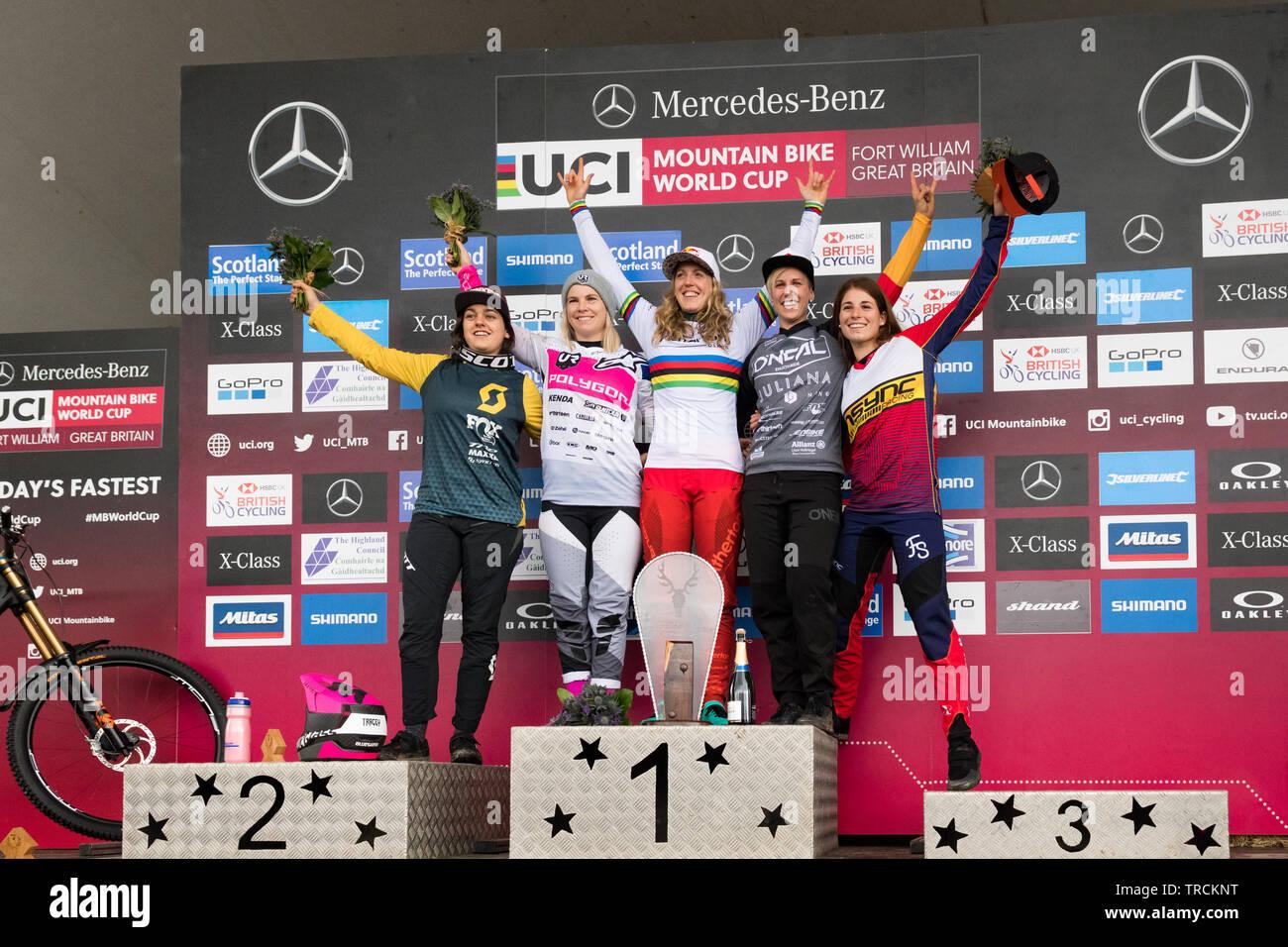 Fort William UCI Mountain Bike World Cup 2019 - elite donne podio -Rachel Atherton per celebrare la sua vittoria in campo femminile Elite finale. Da sinistra a r Immagini Stock