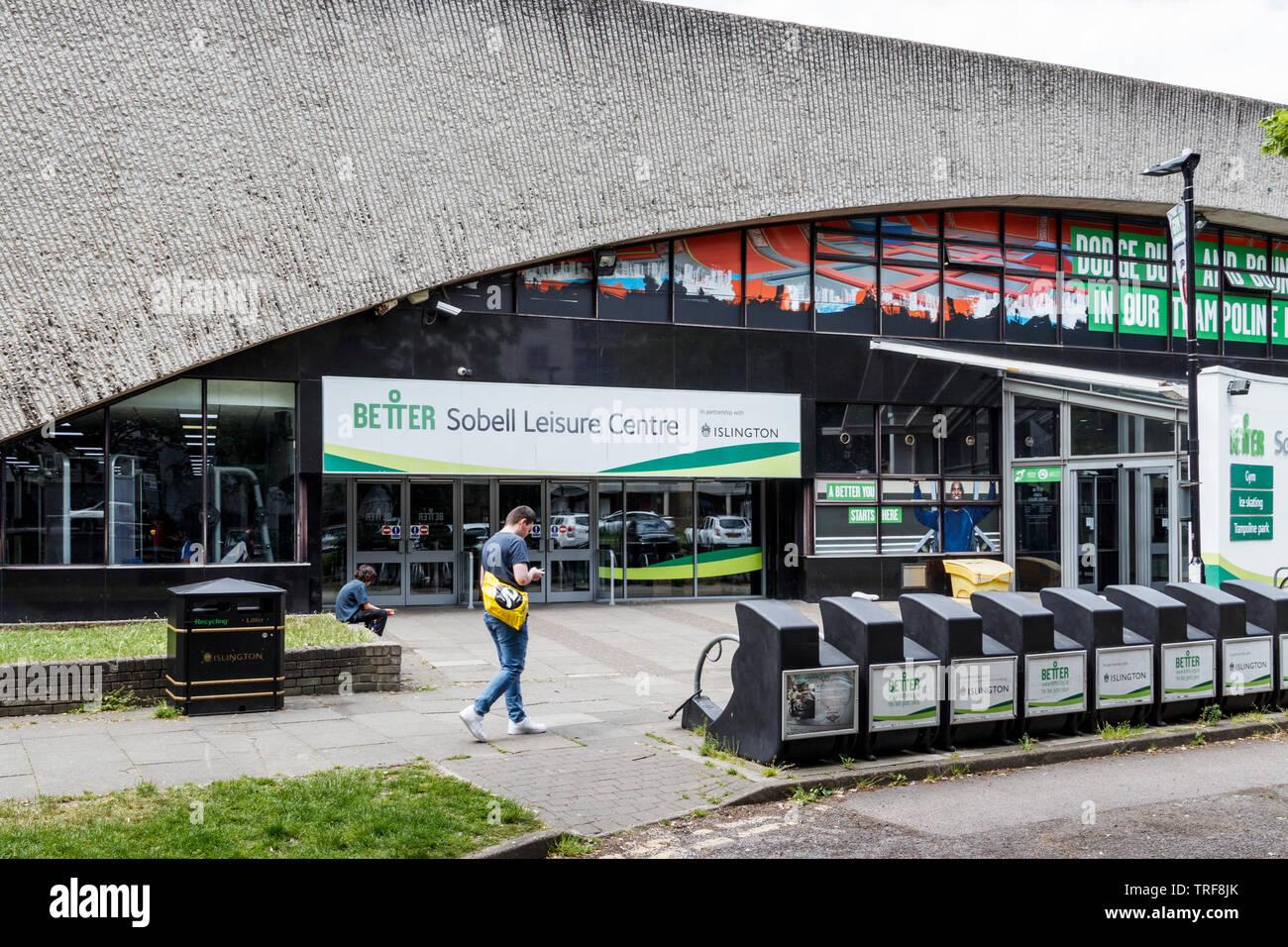 L'ingresso alla Sobell Leisure Centre in Islington, London, Regno Unito Immagini Stock