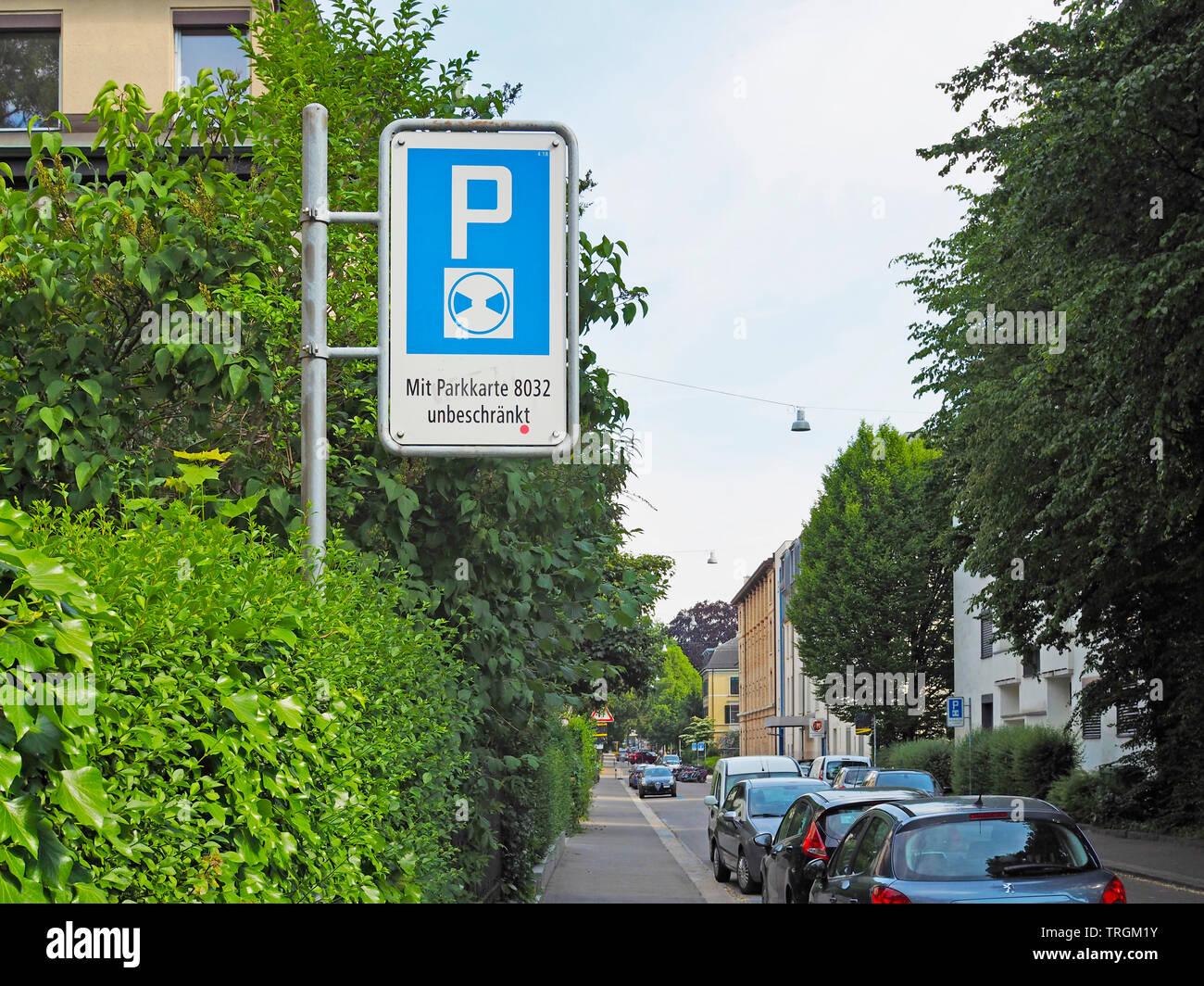 Parkschild für blaue zona in der Stadt Zürich Immagini Stock