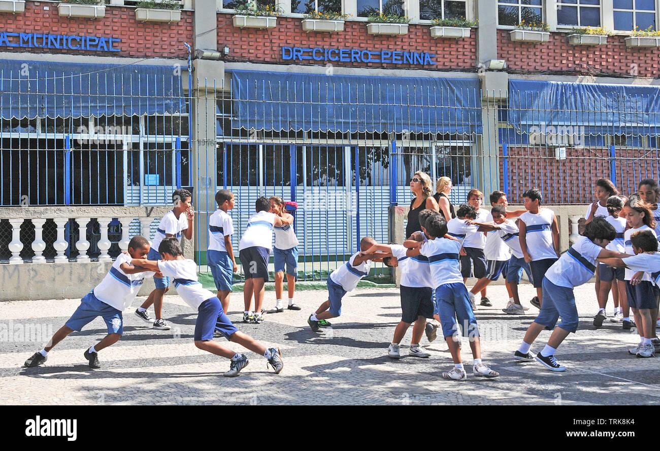Classe di ginnastica in street, scuola comunale Dr Cicero Renna, avenue Atlantica, Copacabana, Rio de Janeiro, Brasile Immagini Stock