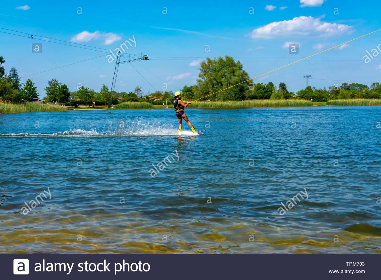 Sciatore di acqua su un lago Immagini Stock