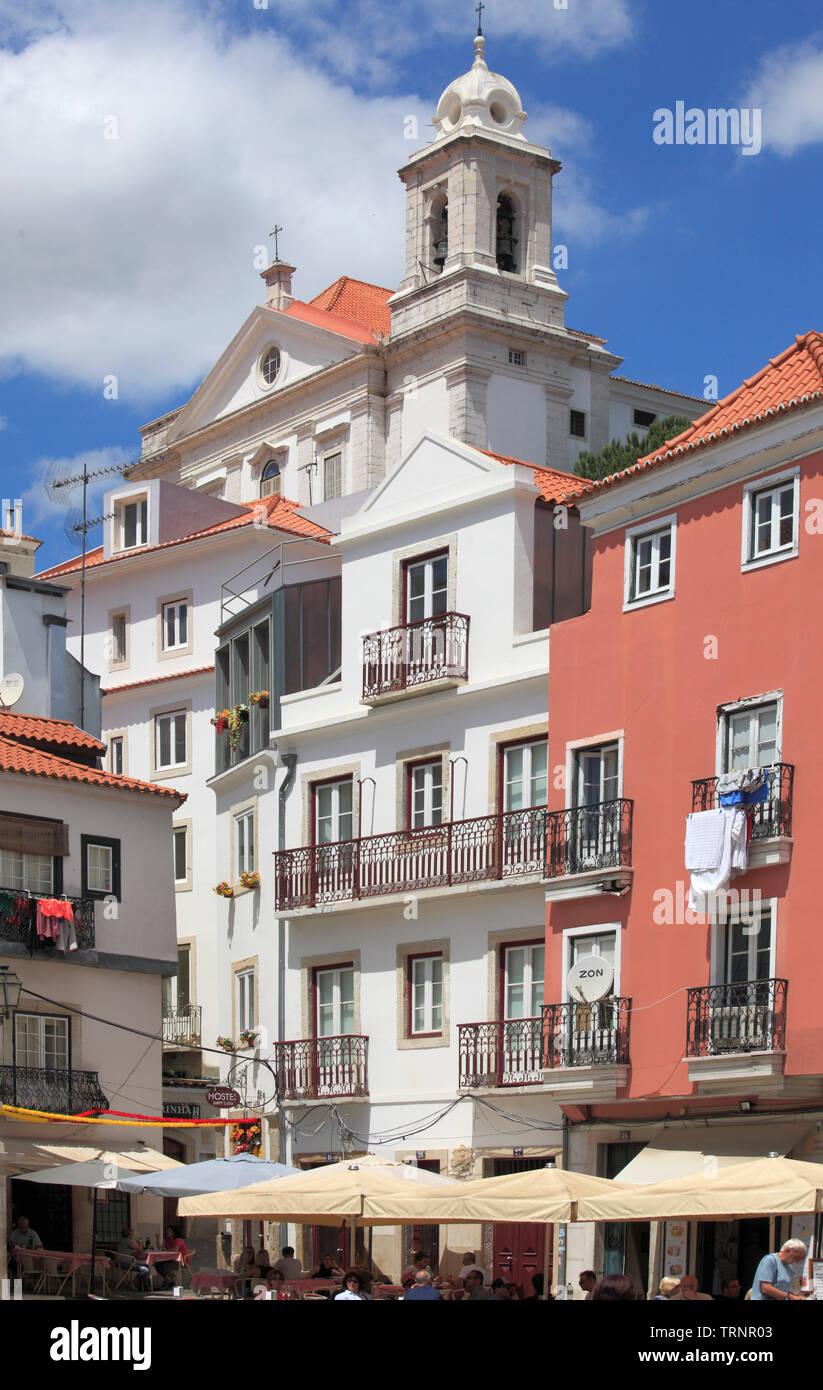 Il Portogallo, Lisbona, Alfama, Largo do Chafariz de dentro, scene di strada, Immagini Stock