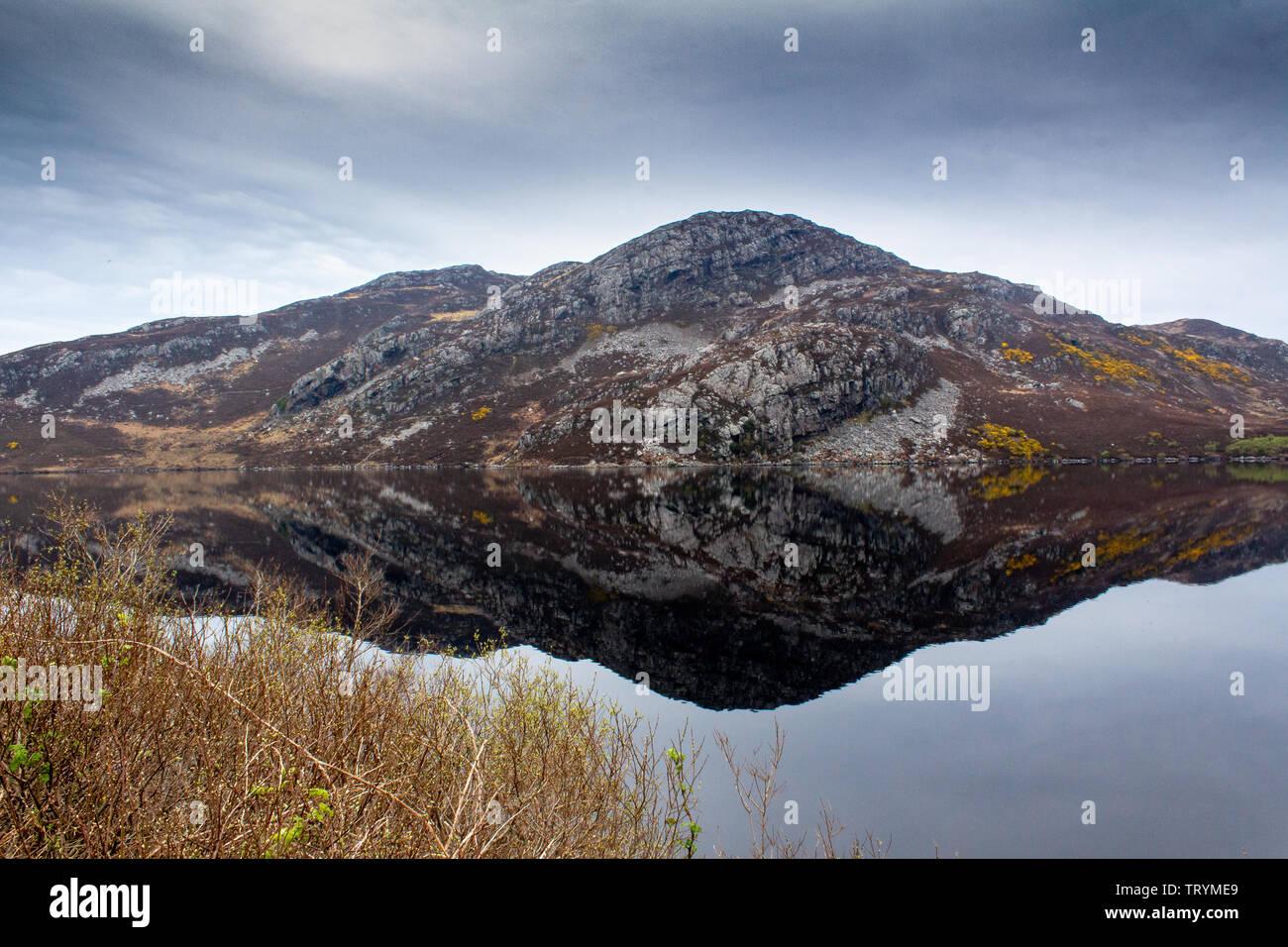 Loch Inchard con magnifiche vedute sulla costa del Nord 500 route. Passeggiate in collina. Per il bird watching e colonie di tenuta Foto Stock
