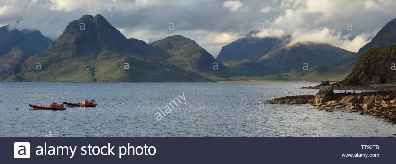 Una immagine panoramica del Cuillin mountain range da Elgol, Isola di Skye Foto Stock