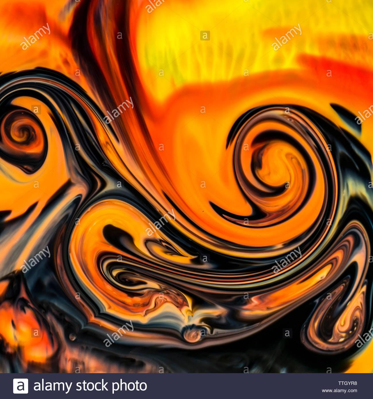Macro di overhead shot di coloratissimi sfondi astratti di colori, latte e detersivo liquido per stoviglie Immagini Stock