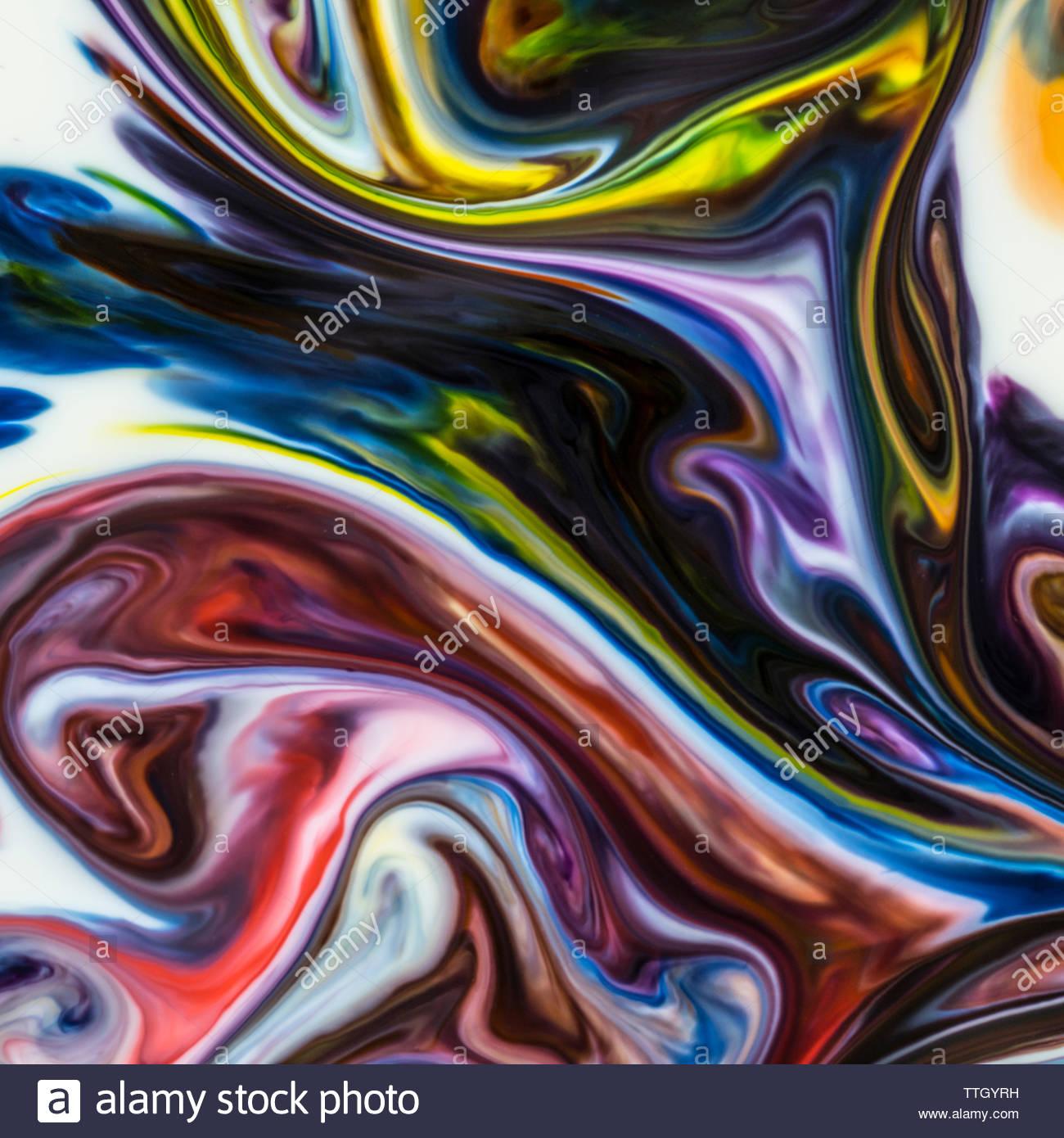Macro shot di coloratissimi sfondi astratti di colori, latte e detersivo liquido per stoviglie Immagini Stock