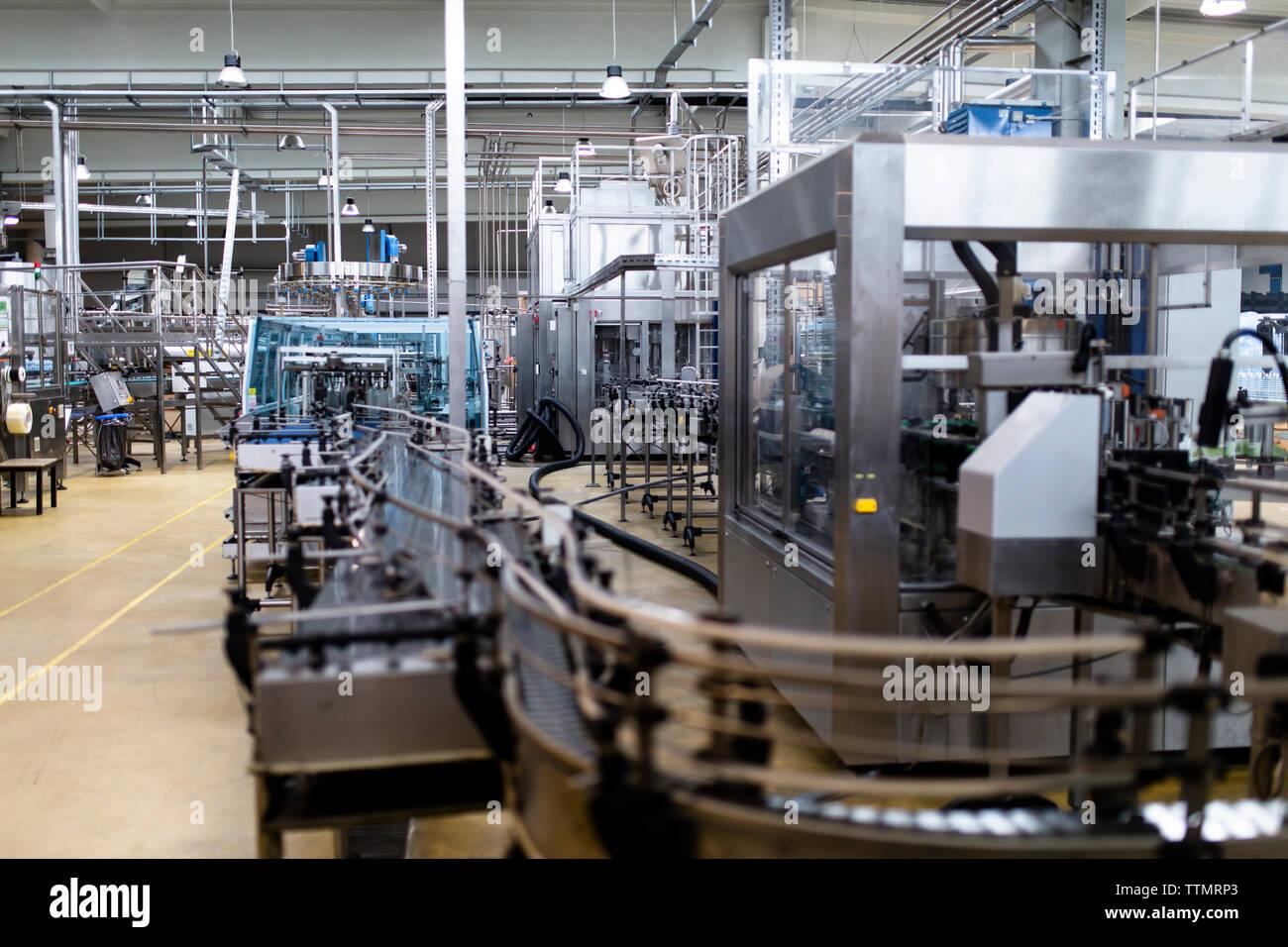 Impianti di imbottigliamento in fabbrica Foto Stock
