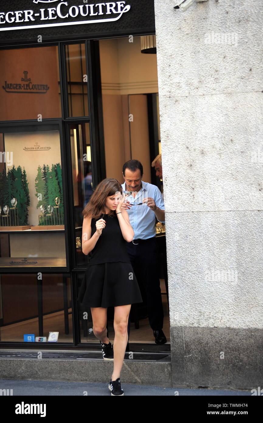 Negozi Per La Casa Milano milano, stefano accorsi e moglie bianca vitali in un centro