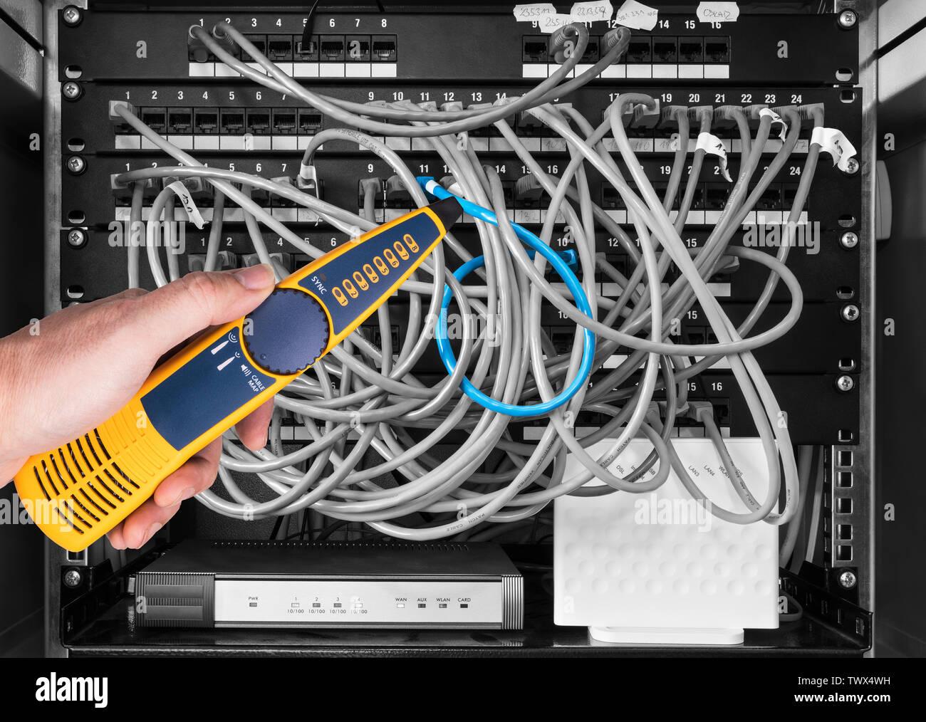 Kecheer Rilevatore di cavi rete,Tester per cavi di rete,Tester di rete e cavi,Tester per tensione e corrente PoE Checker con funzione Illuminate