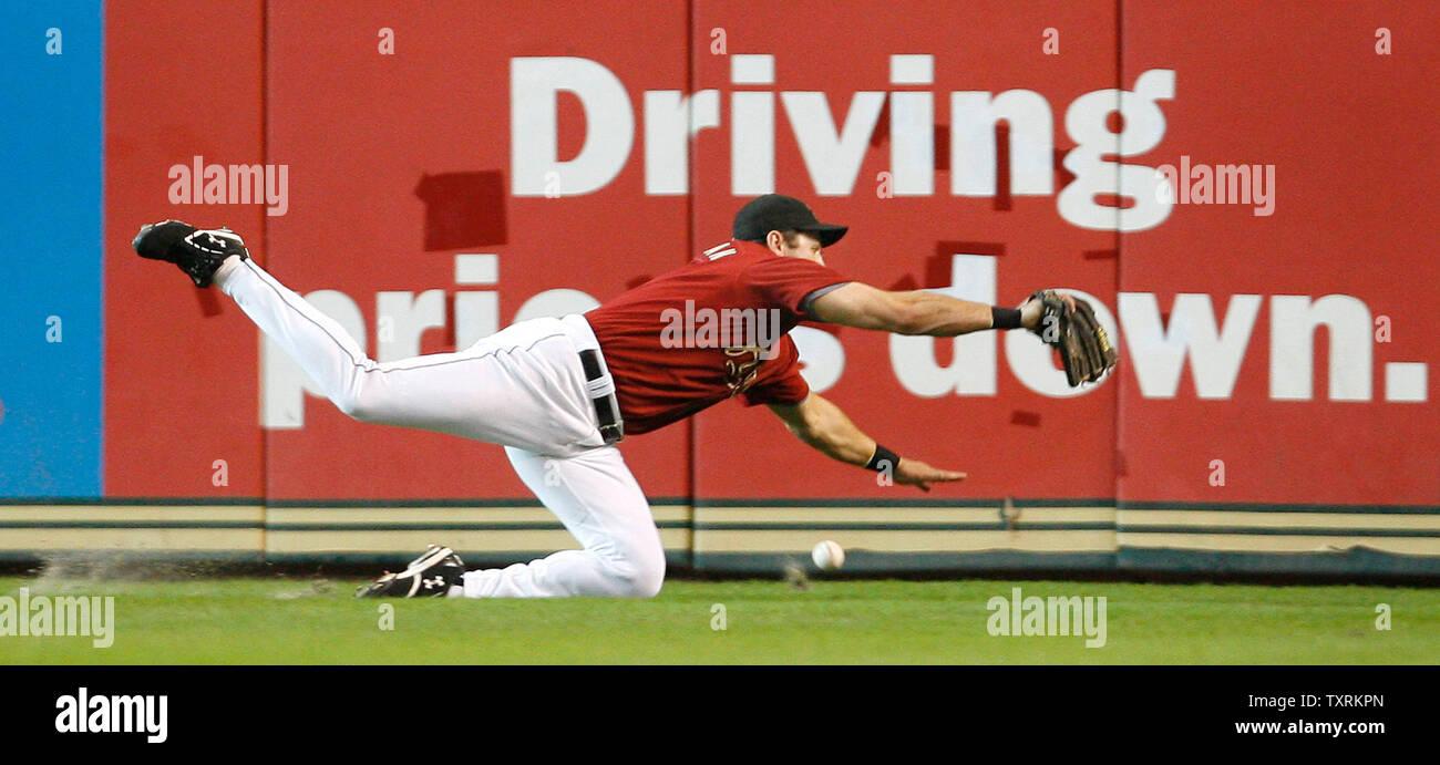 Houston Astros diritto fielder Berkman lancia (17) Non molto venire con questa cattura nel nono inning contro i New York Mets a Minute Maid Park in Houston il 8 luglio 2007. Astros sconfitto il Mets 8-3. (UPI foto/Aaron M. Sprecher) Immagini Stock