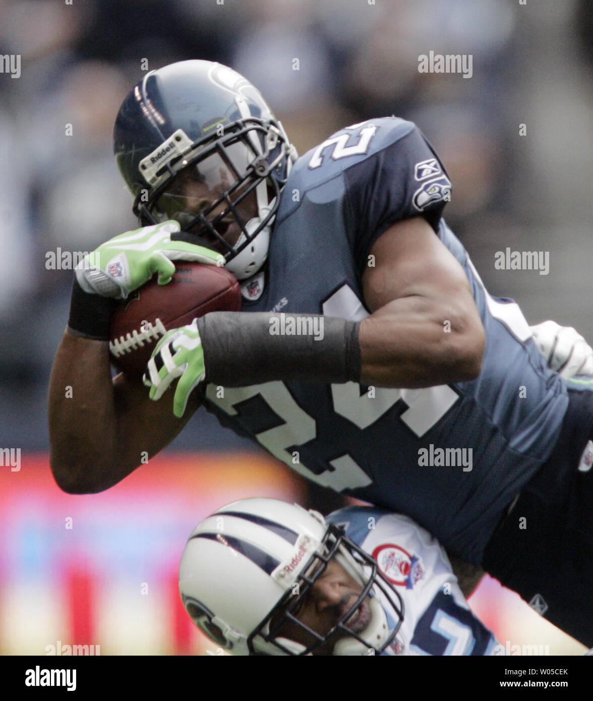 Seattle Seahawks forte Deon sicurezza concedere intercetta un pass destinati Tennessee Titans wide receiver Justin Gage nel primo trimestre a Qwest Field di Seattle il 3 gennaio 2010. I Titani battere il Seahawks 17-13. UPI /Jim Bryant Immagini Stock