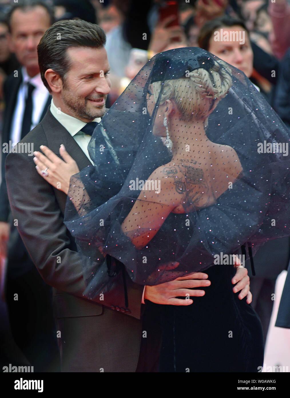 Lady Gaga E Bradley Cooper È Nata Una Stella Immagini e Fotos Stock - Alamy