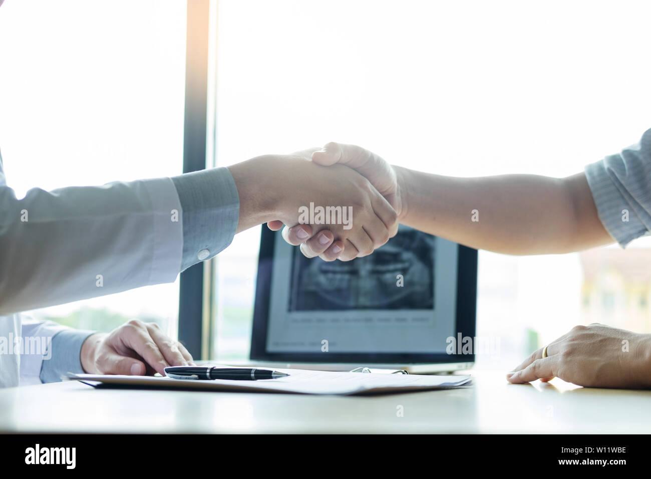 benefici di frequentare un medico femminile avvio di un sito di dating online