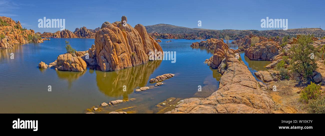 Panorama delle isole di roccia a Watson lago visto dal North Shore Trail, Prescott, Arizona, Stati Uniti d'America, America del Nord Foto Stock