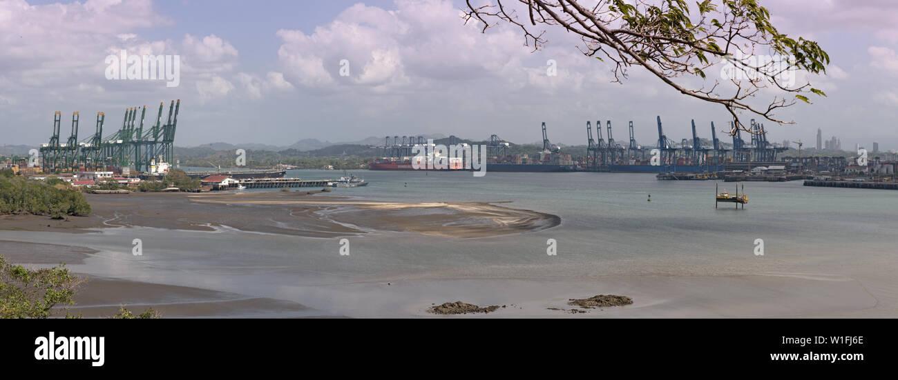 Ingresso dall'oceano pacifico nel canale di Panama Panama Panama Immagini Stock