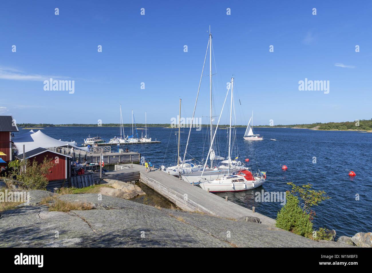 Fejan Skaergårdskrog och konferens dalla marina sull'isola Fejan, Northern arcipelago di Stoccolma, Uppland, Stockholms County, a sud della Svezia, Svezia, Foto Stock