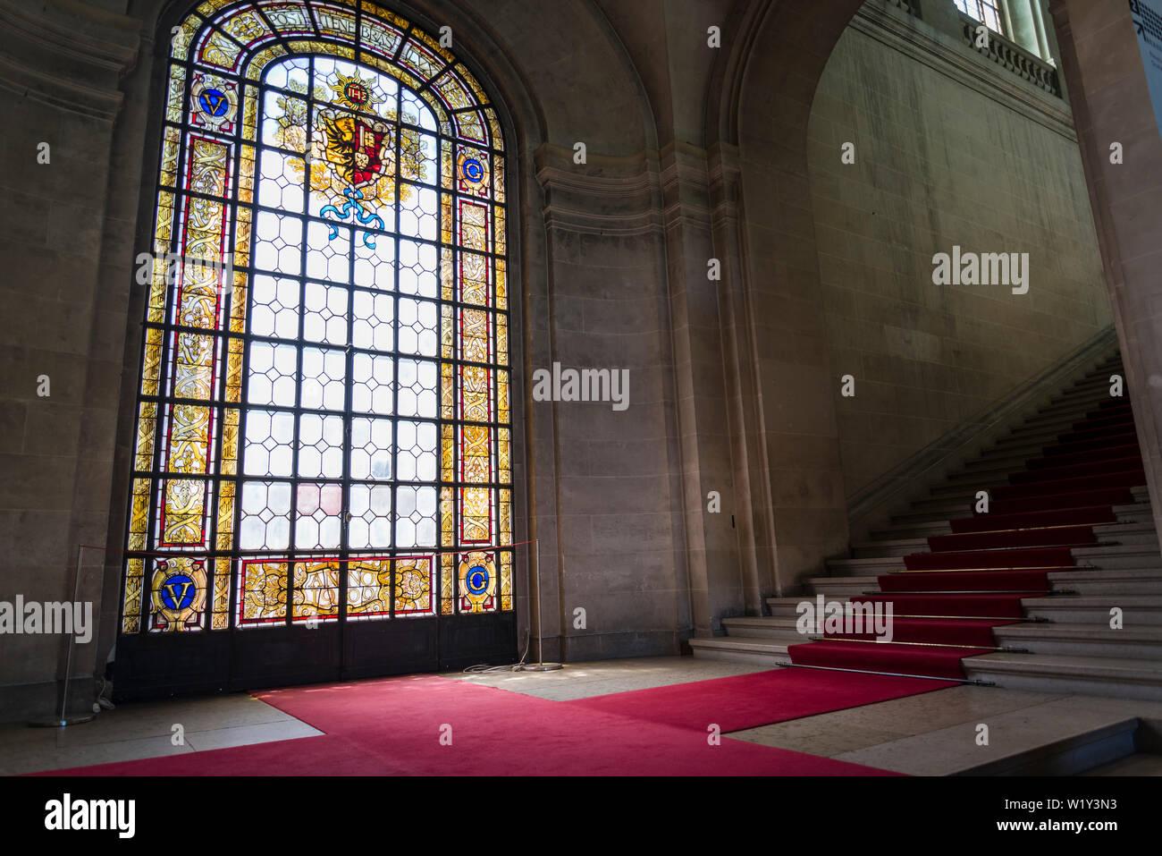 Interno con vetrata, museo d'arte e di storia, il più grande museo della città di Ginevra, Svizzera Foto Stock