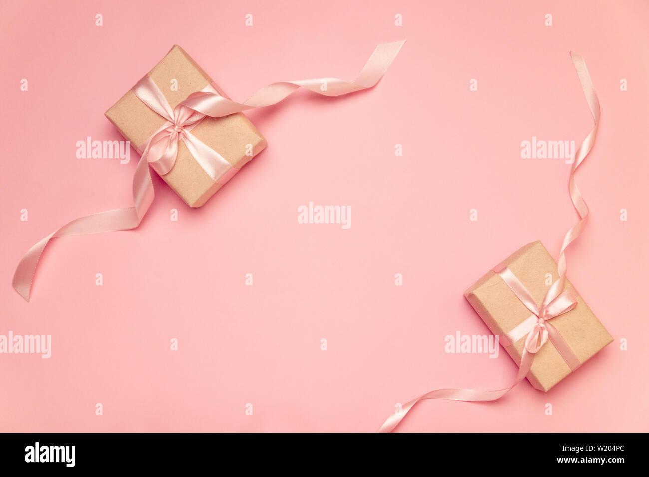 Craft Presente Box Con Il Colore Rosa Pastello Nastro Di Prua Sulla