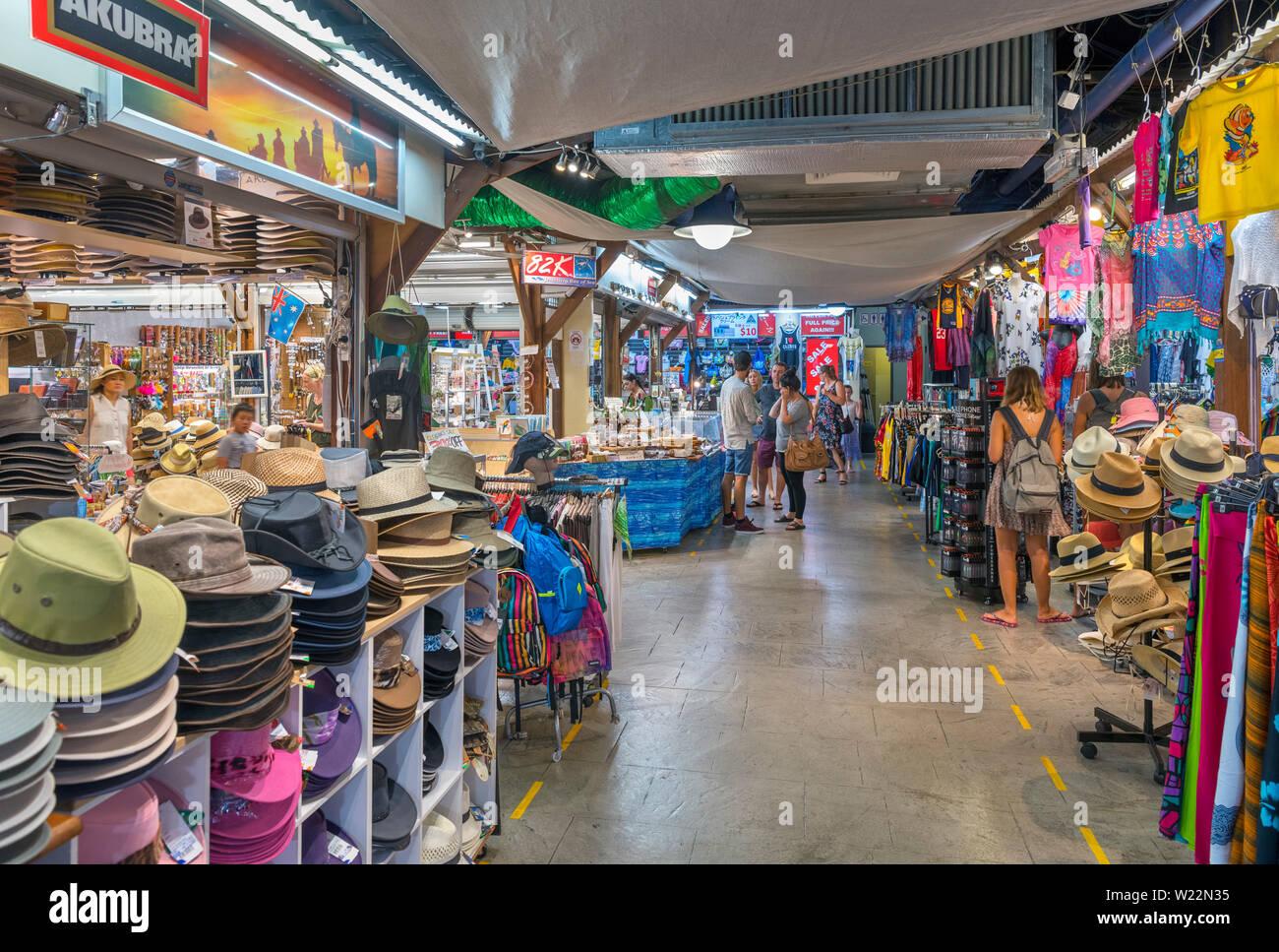 Negozi in Cairns mercati notturni, Cairns, Queensland, Australia Immagini Stock