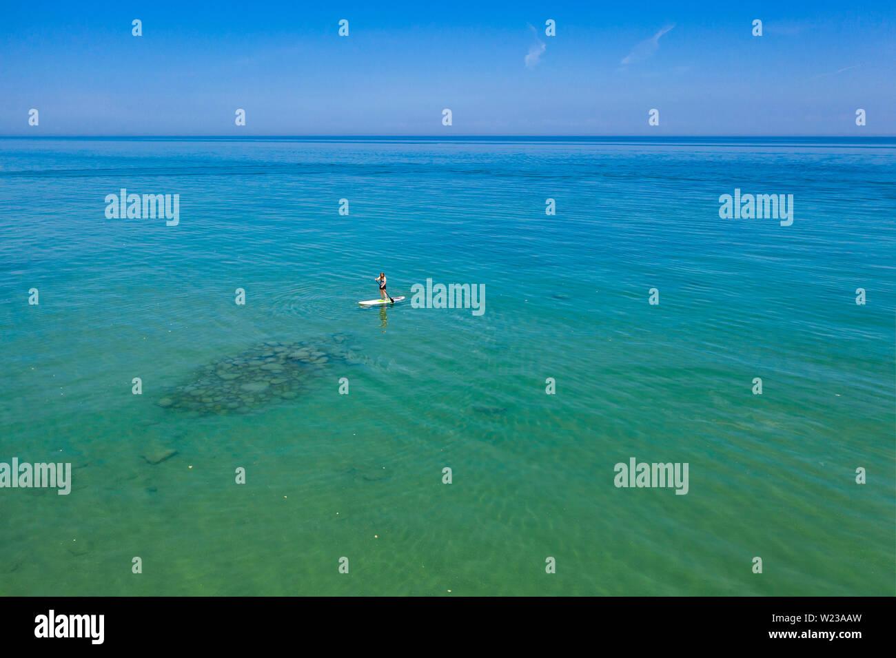Lexington, Michigan - un stand up paddleboard sul Lago Huron. Immagini Stock
