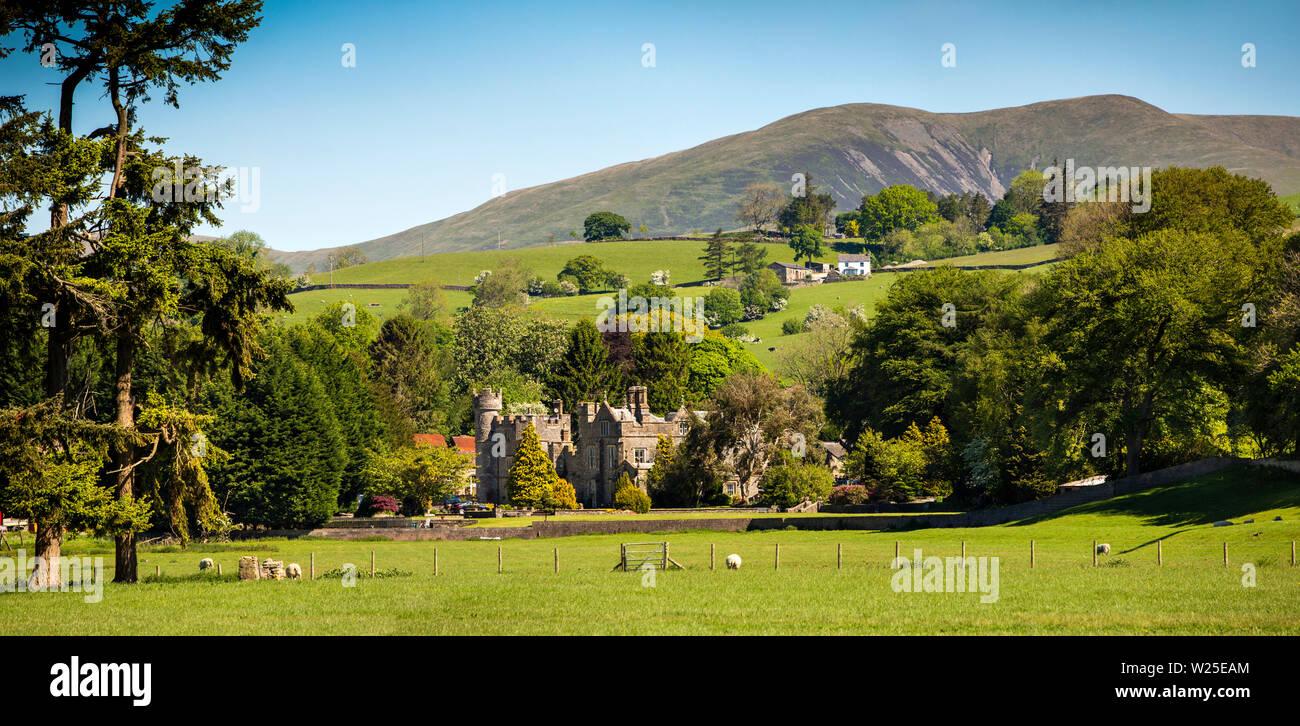 Regno Unito, Cumbria, York, Marthwaite, Ingmire Hall , distante vista panoramica da Hebblethwaites verso avvolgitore e Howgill Fells Immagini Stock