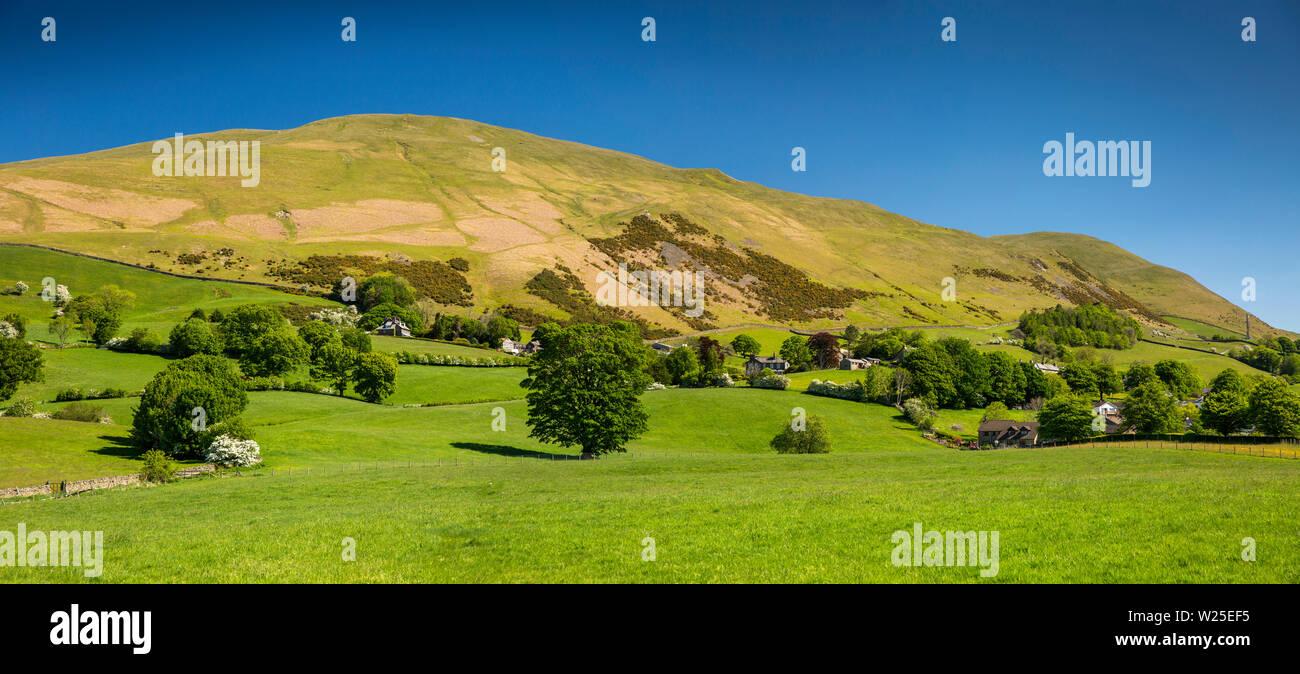 Regno Unito, Cumbria, York, Marthwaite, remote case coloniche a Howgill Lane inferiore avvolgitore e Howgill Fells, panoramica Immagini Stock