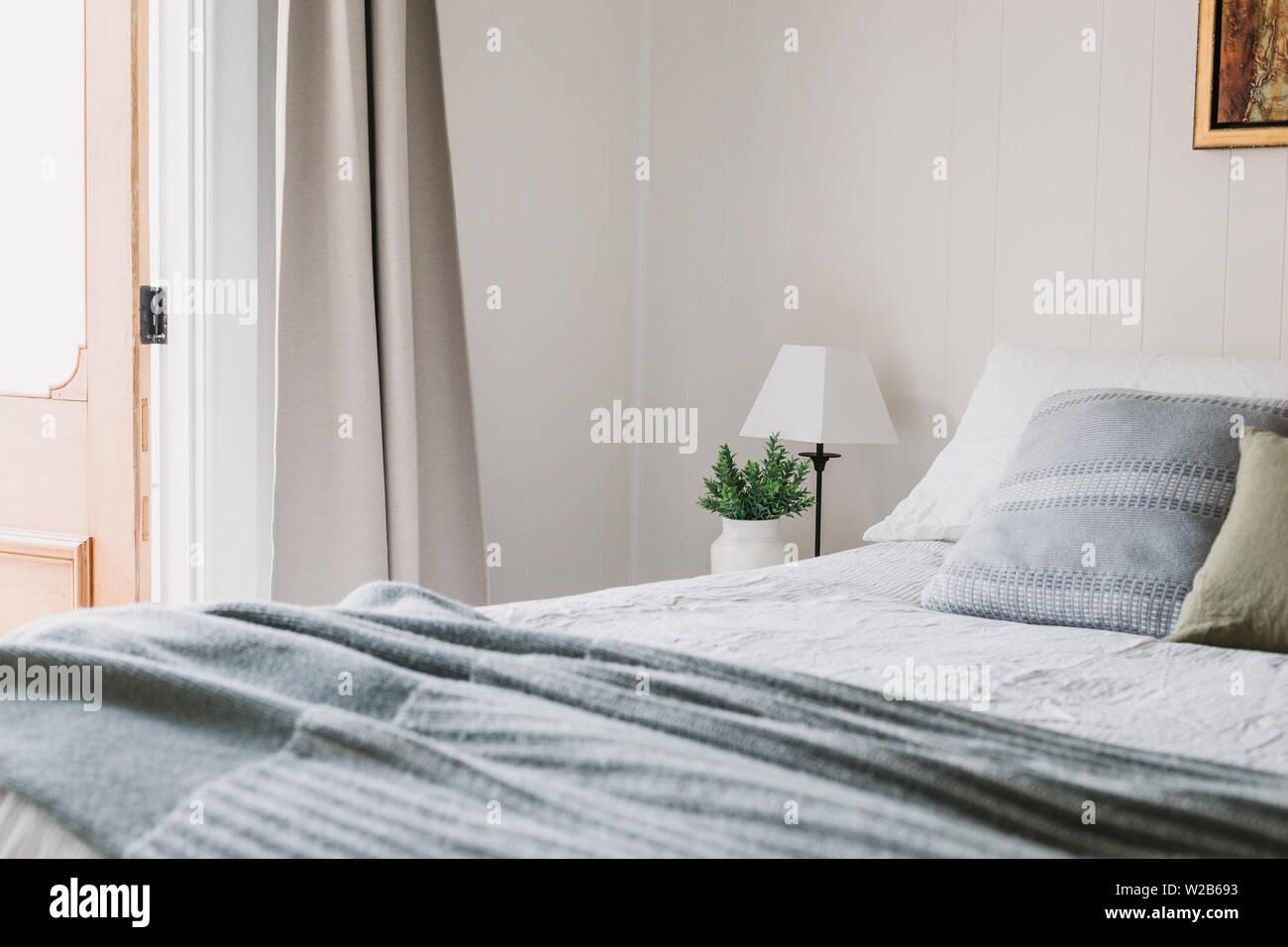 Testata Letto Con Porta Vecchia legname della camera da letto del paese immagini & legname