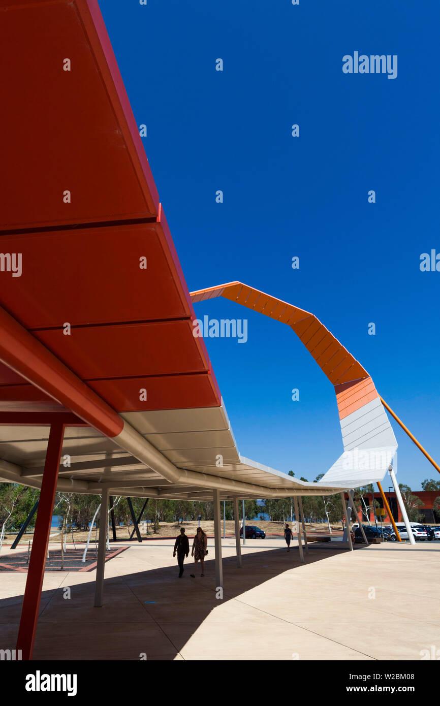 Australia, Territorio della Capitale Australiana, ACT, Canberra, Museo Nazionale dell'Australia, outdoor arte pubblica, il Loop e linea di Uluru Foto Stock