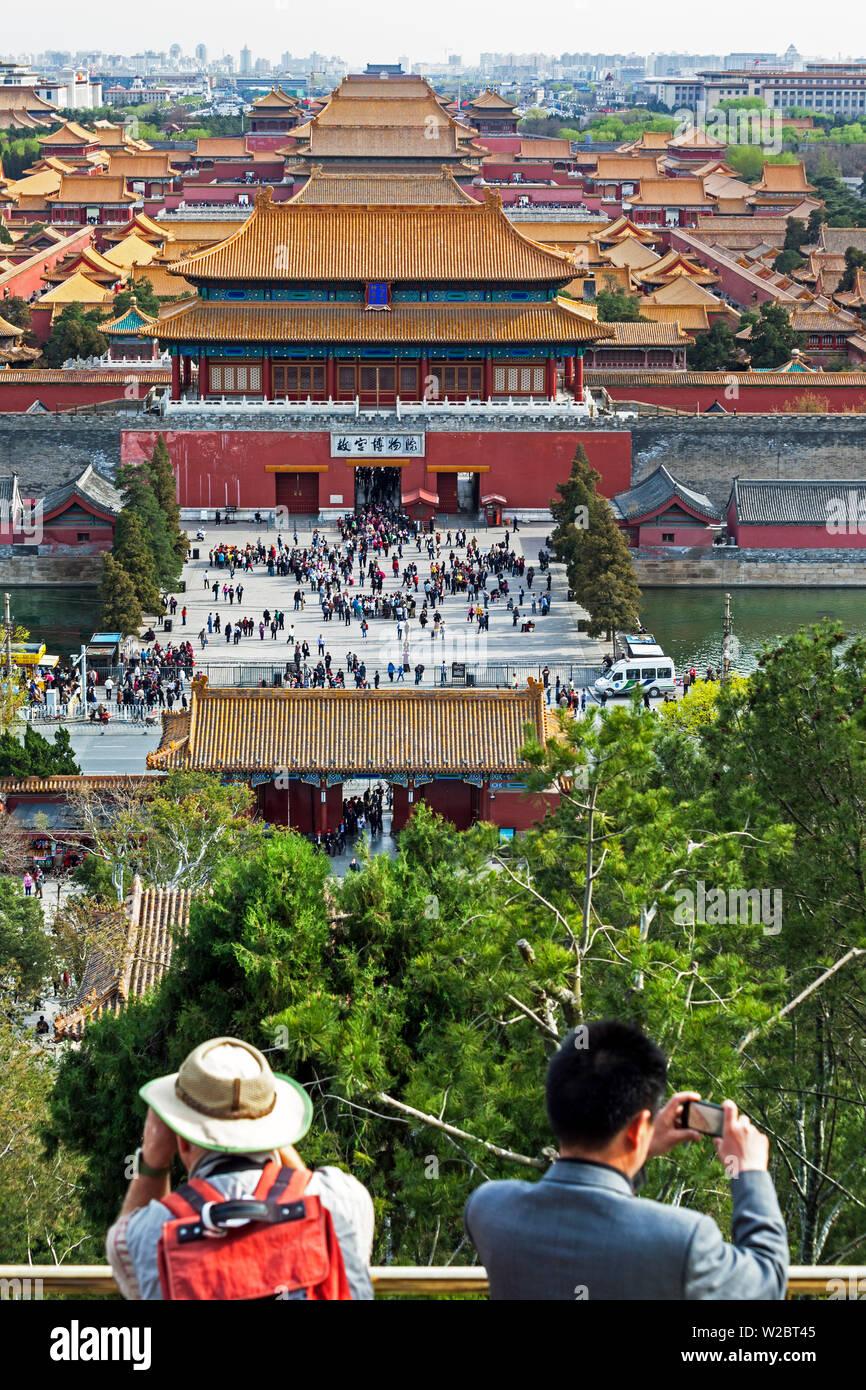 Cina, Pechino, la Città Proibita di Pechino guardando verso sud preso dal punto di vista del Parco Jingshan Foto Stock