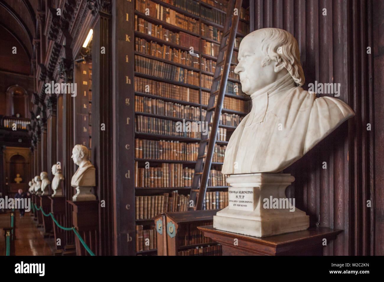Irlanda, Dublino Trinity College, il vecchio edificio della biblioteca, sala lunga, busto di Thomas Elrington Foto Stock