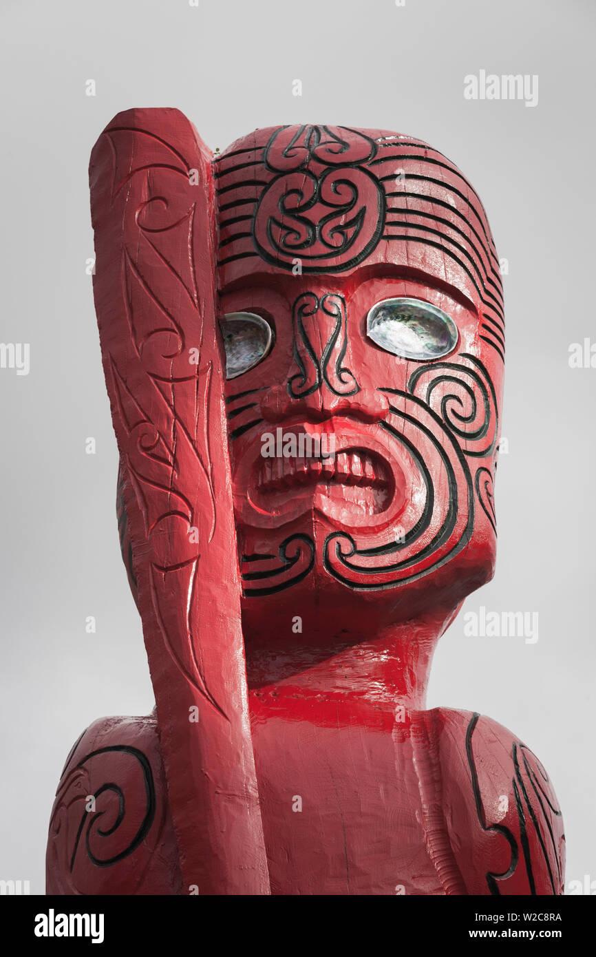Nuova Zelanda, Isola del Sud, West Coast, Franz Josef, Maori figura scolpita Immagini Stock