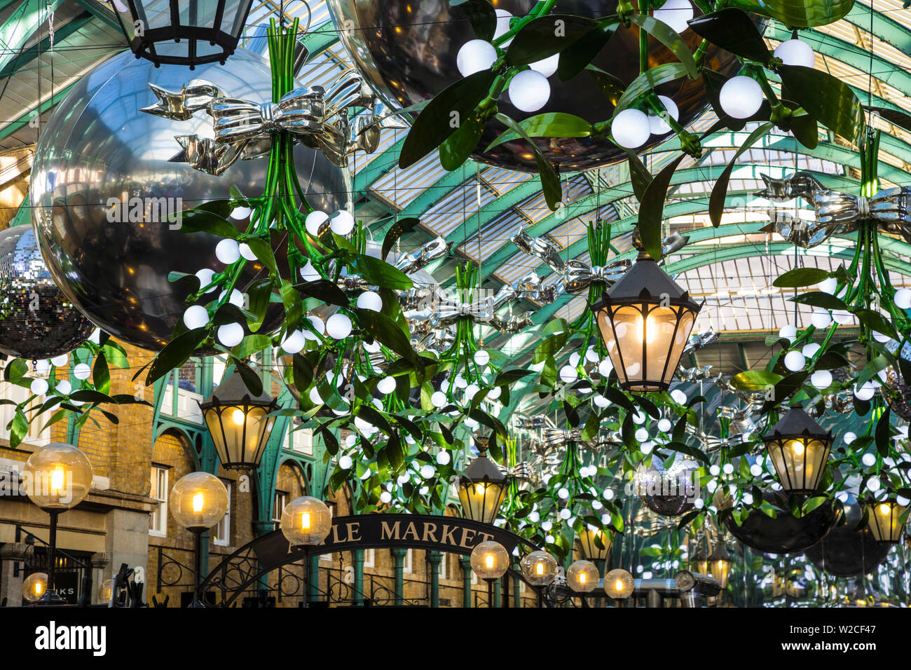 Mercato di Covent Garden a natale a Londra, Inghilterra Foto Stock