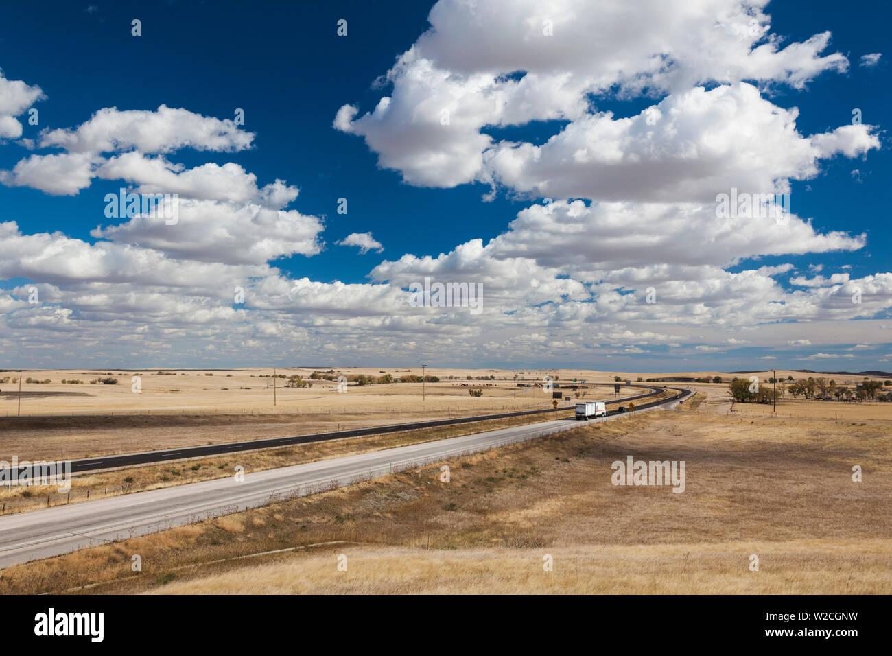 Stati Uniti d'America, Sud Dakota, Cactus piatto, vista in elevazione dell'autostrada interstatale I-90 Immagini Stock