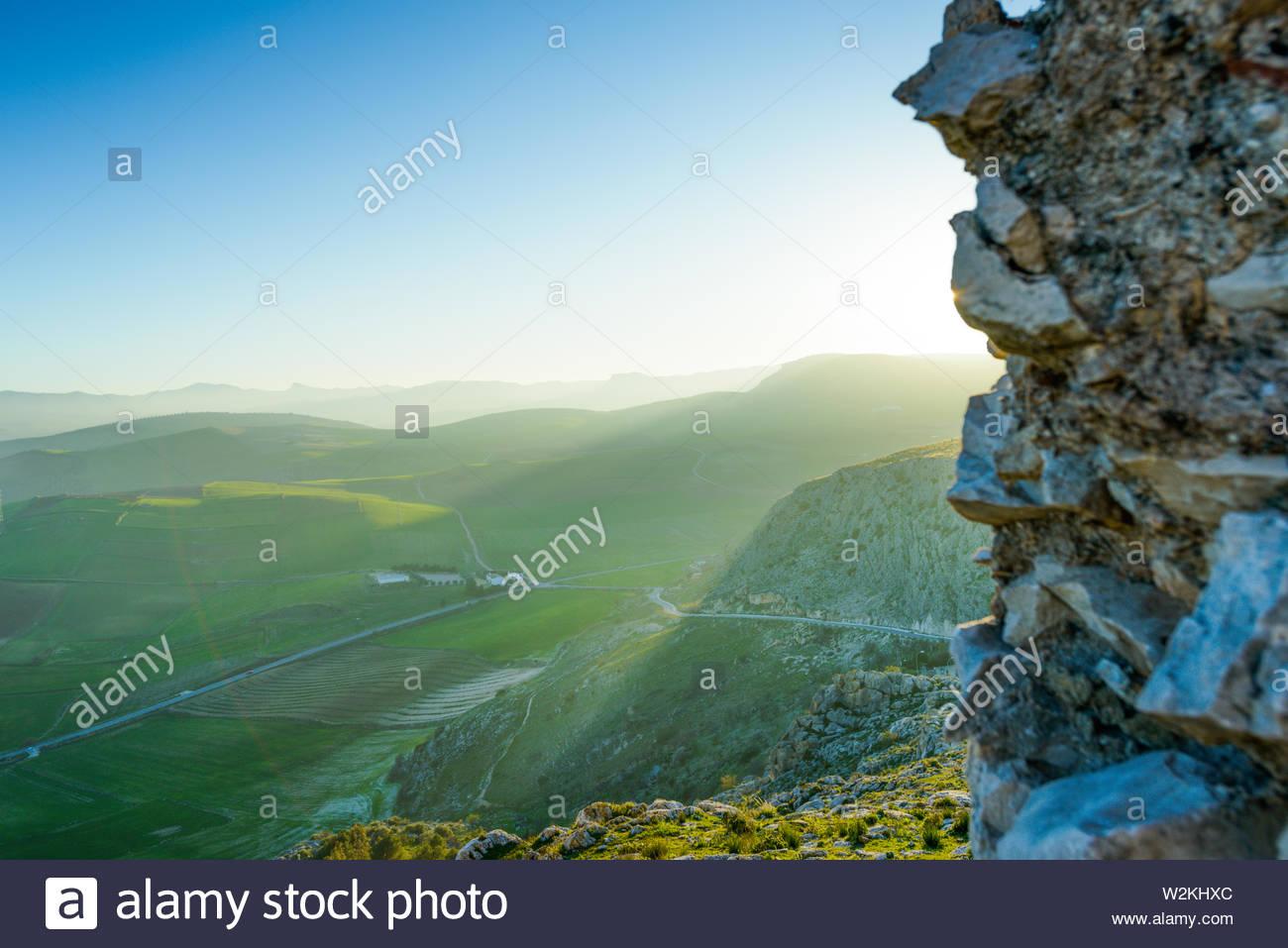 Tramonto dalle rovine del castello di Teba Immagini Stock