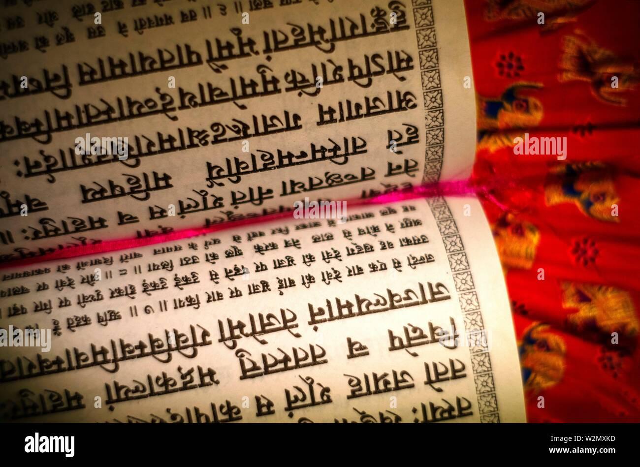 La religione, Budhism- libro religioso in sankrit..sanscrito. Il sanscrito è una lingua antica India con una storia documentata di circa 3.500 anni. È Foto Stock
