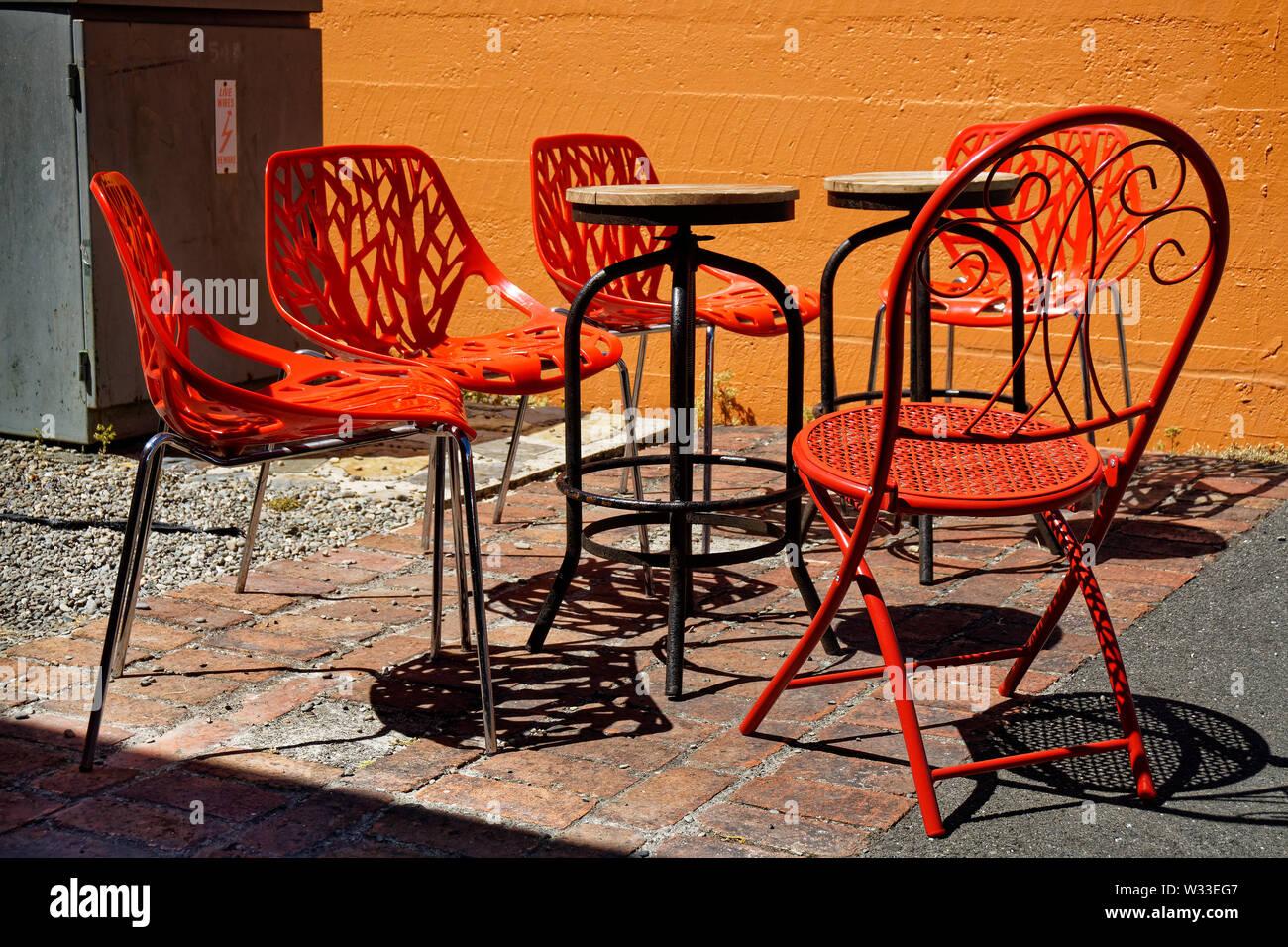 Tavoli In Plastica Impilabili.Tavoli E Sedie Da Giardino In Plastica Immagini Tavoli E Sedie