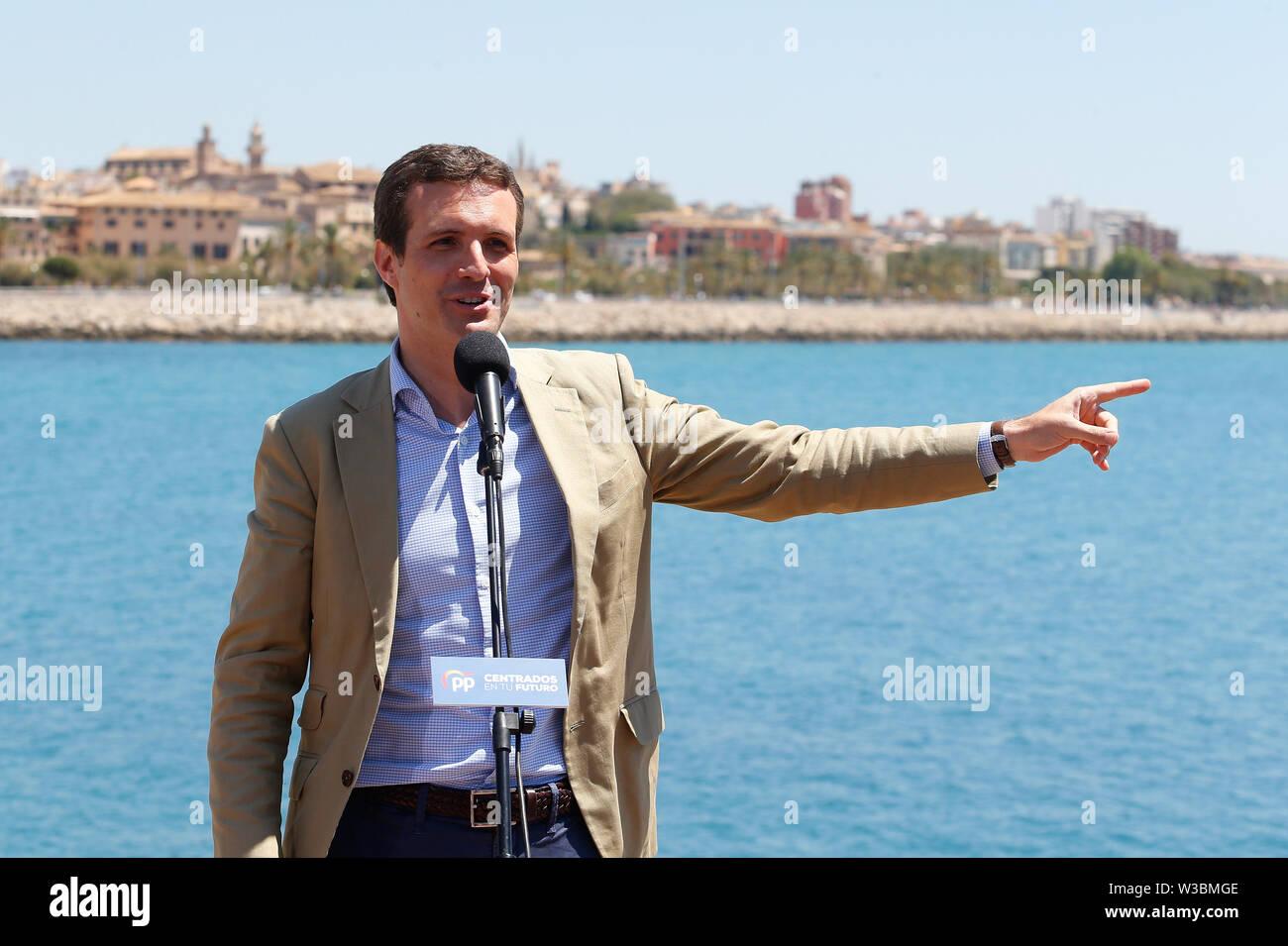 Palma de Mallorca / Spagna - 14 Maggio 2019: Spagna partito popolare partito politico leader Pablo Casado parla durante una riunione elettorale in Palma de Mallo Immagini Stock