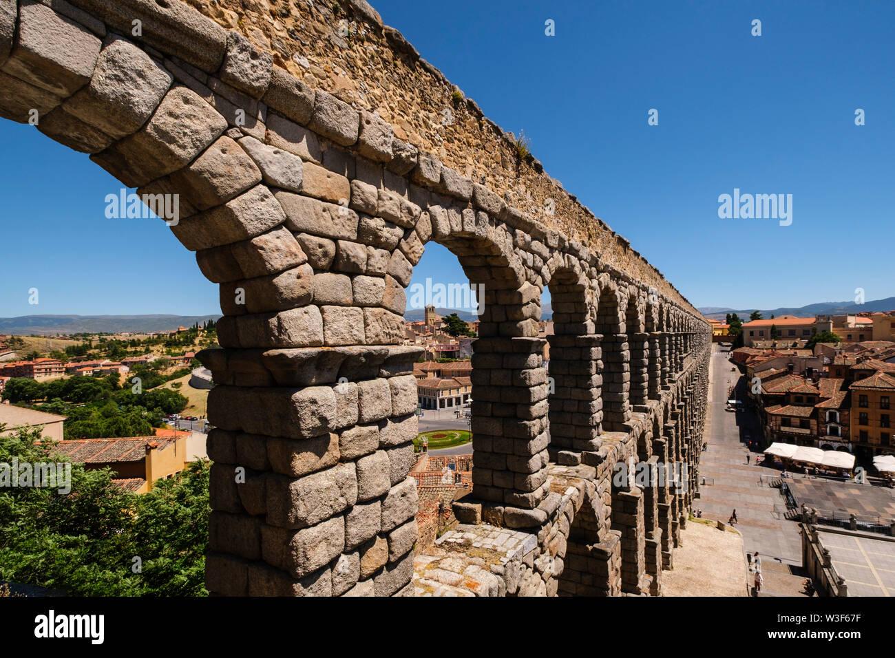Antico Acquedotto romano, Sito Patrimonio Mondiale dell'UNESCO. Città di Segovia. Castilla León, Spagna Europa Foto Stock