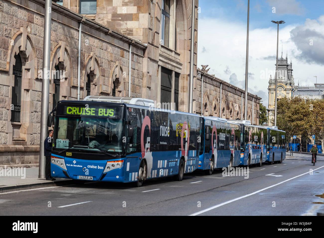 Barcellona,Spagna-ottobre 31,2019: bus crociera nel porto. Foto Stock