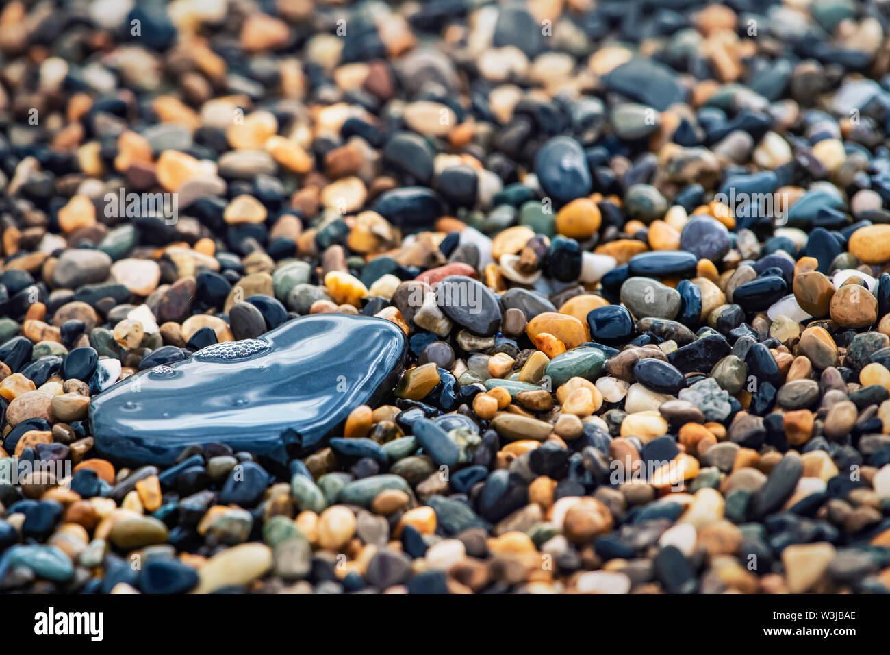 Sfondo astratto con pavimento decorativo pattern del mare la ghiaia, ghiaia texture con il fuoco selettivo. Foto Stock
