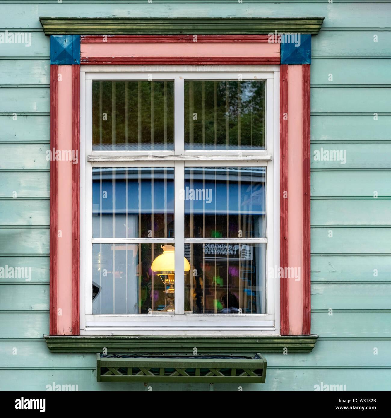 Rivestire Un Arco In Legno rettangolare in legno finestra con telaio bianco e