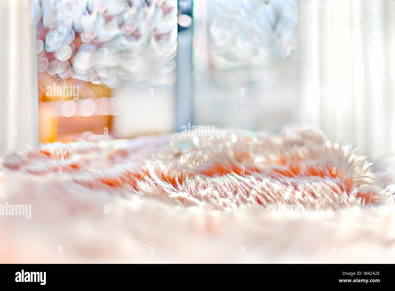 La lana lenzuola sul letto vicino e immagini dettagliate che si diffonde dalla luce solare Immagini Stock