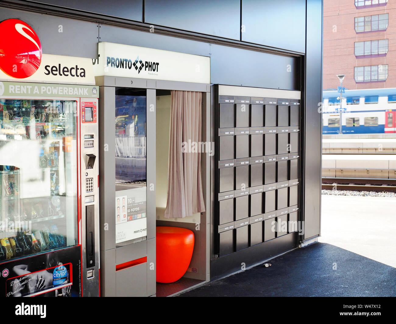 Eine Foto-Kabine von Prontophot Schweiz am Bahnhof Zürich-Oerlikon Foto Stock